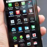 Telefonul Motorola Droid X [foto: engadget.com]