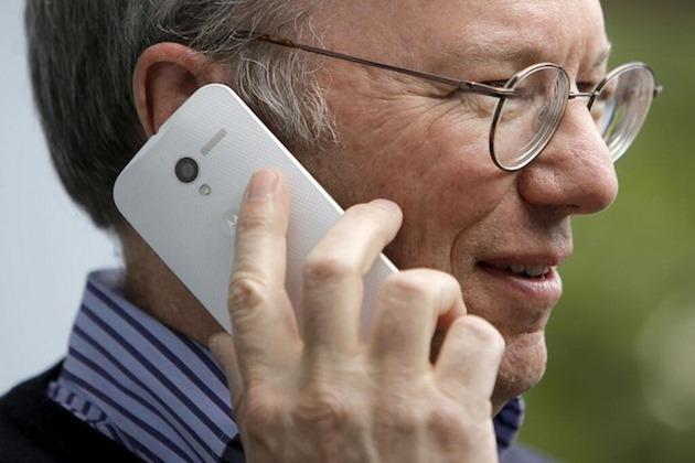 Motorola Moto X în mâinile lui Eric Schmid.