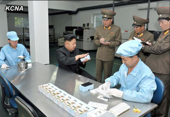 Kim Jong-Un cu telefon Arirang