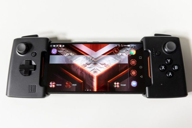 ASUS ROG Phone cu Gamevice